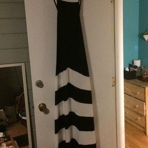 Dresses & Skirts - Long black and white maxi dress